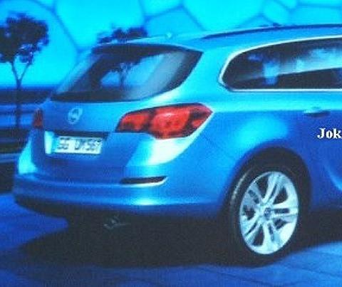 Opel Astra SportsTourer1