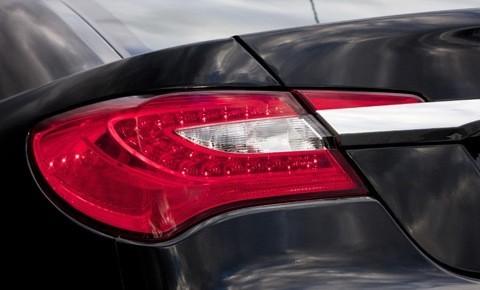 Chrysler 200 2011-chico3