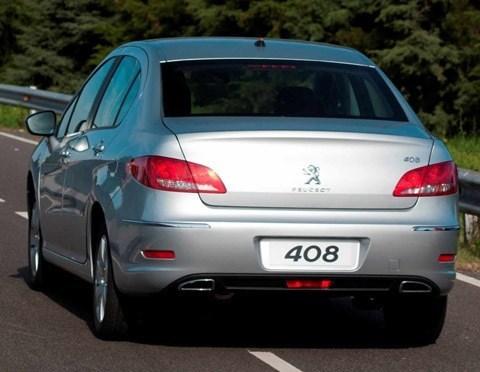 Peugeot-408-fabrica-Palomar-chico001