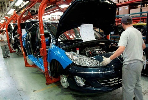 Peugeot-408-fabrica-Palomar-chico005