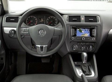 Volkswagen-Jetta_2011_1024x768_wallpaper_3c
