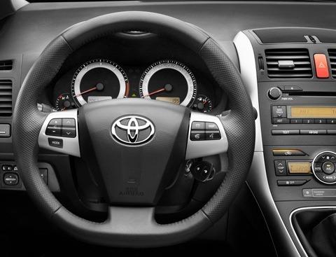 Toyota-Auris_2010_06