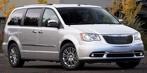 Chrysler-Town_and_Country_2011_01