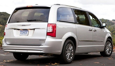 Chrysler-Town_and_Country_2011_02