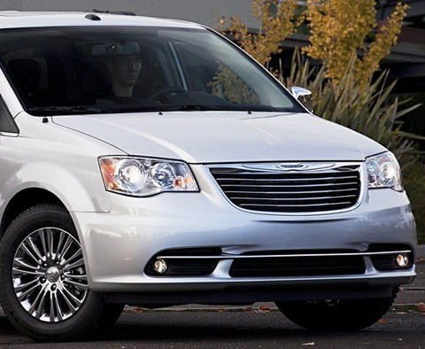 Chrysler-Town_and_Country_2011_03