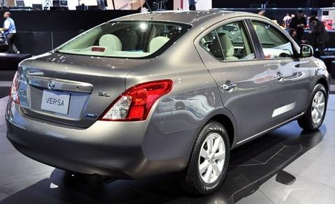 Nissan Versa 2012-chico1