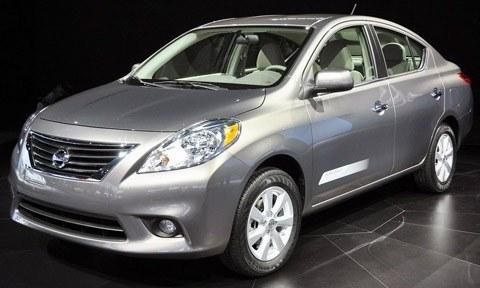 Nissan Versa 2012-chico3