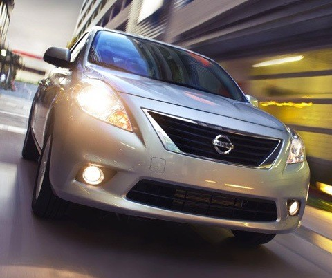 Nissan Versa 2012-chico4