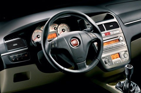 Fiat-Linea_2007_1024x768_wallpaper_13
