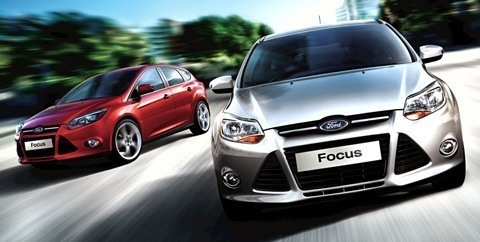 Ford-Focus_2011_04