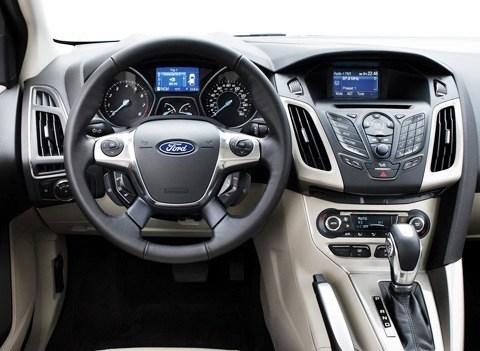 Ford-Focus_2011_06