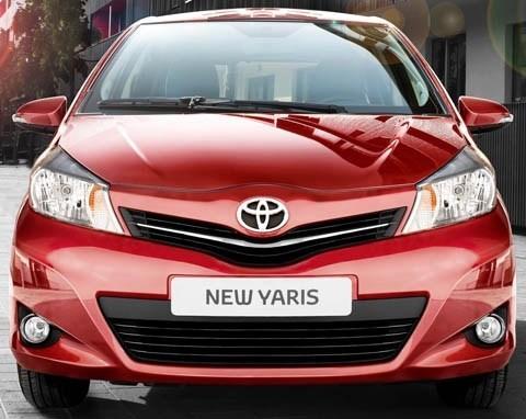 Toyota-Yaris_2012_chico1