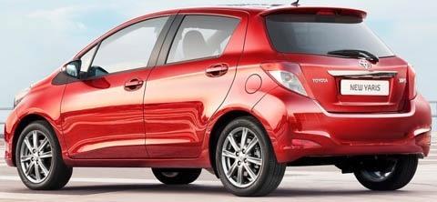 Toyota-Yaris_2012_chico2
