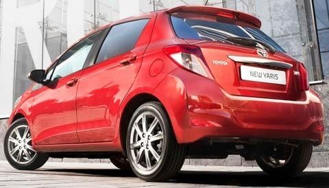 Toyota-Yaris_2012_chico3
