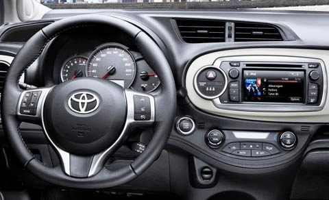 Toyota-Yaris_2012_chico7