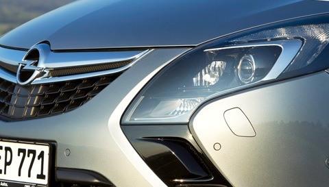 Opel-Zafira_Tourer_2012_chico3