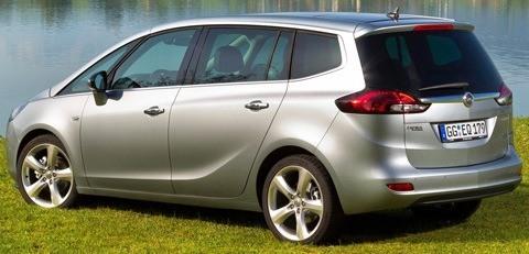 Opel-Zafira_Tourer_2012_chico6