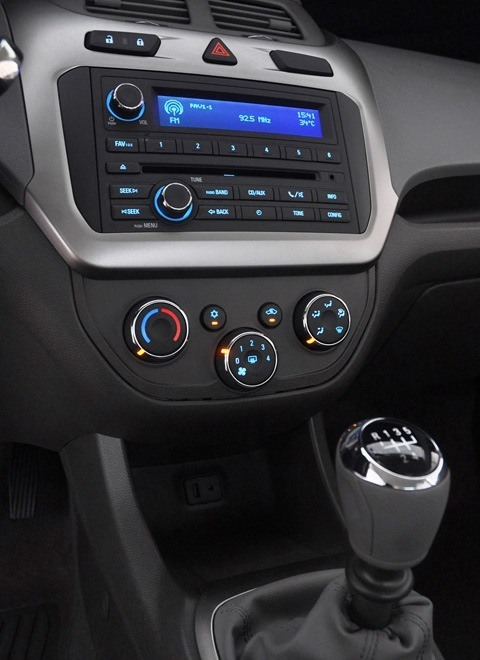 Chevrolet-Cobalt-2012-chico1