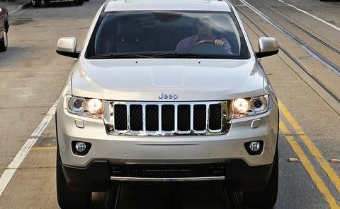 Jeep-Grand_Cherokee_2011_05