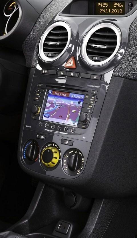 Opel-Corsa_2011_chico6
