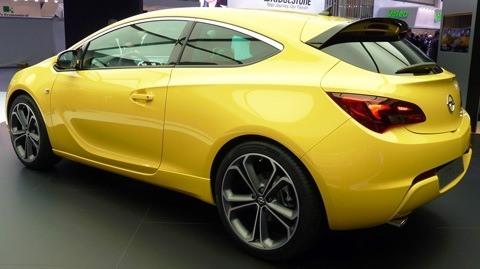 Opel Astra GTC 2012-01
