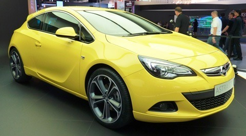 Opel Astra GTC 2012-03