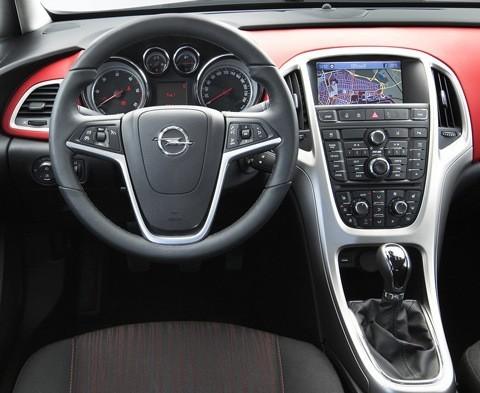 Opel-Astra_2012-04