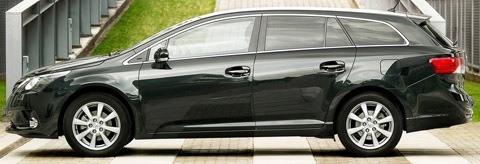 Toyota-Avensis_2012_chico10
