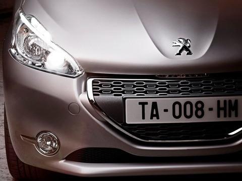 Peugeot-208_2013_01