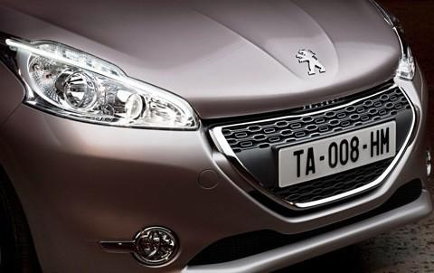 Peugeot-208_2013_04