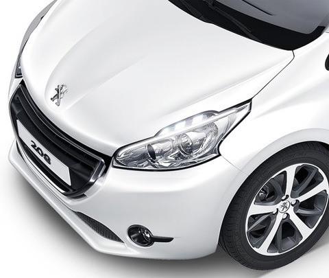 Peugeot-208_2013_12