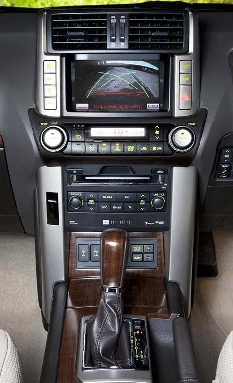 Toyota-Land_Cruiser_2011_chico7