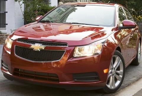Chevrolet-Cruze_2011_chico3