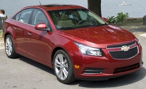 Chevrolet-Cruze_2011_chico9