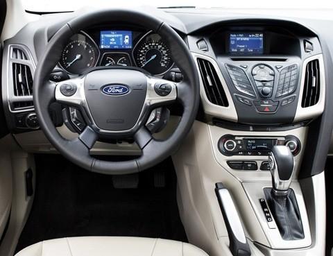 Ford-Focus_2012_07