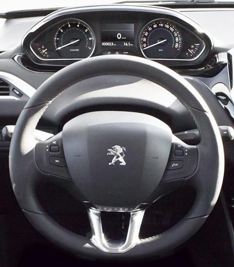 Peugeot 208 2013-chico3