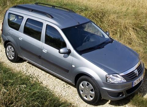 Dacia-Logan_MCV_2009_chico1