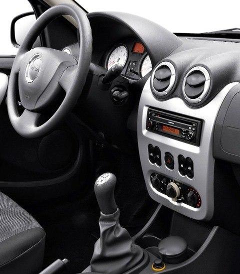 Dacia-Logan_MCV_2009_chico2