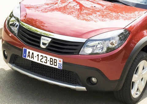 Dacia-Sandero_Stepway_2010_chico4