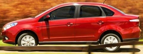 Fiat-Grand-Siena-2013-chico13