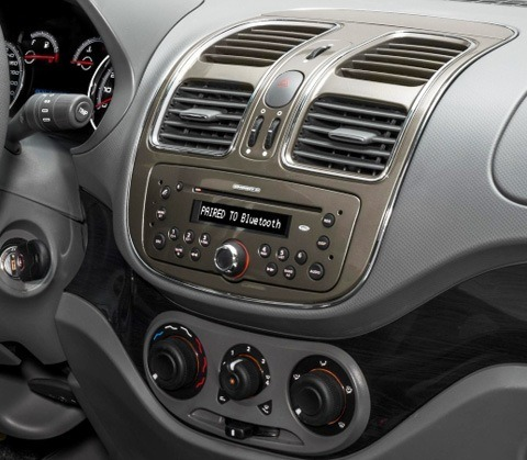 Fiat-Grand-Siena-2013-chico14
