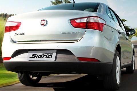 Fiat-Grand-Siena-2013-chico16