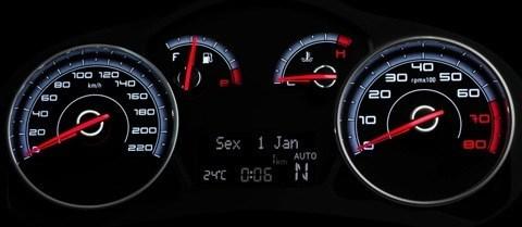 Fiat-Grand-Siena-2013-chico2