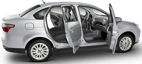 Fiat-Grand-Siena-2013-chico4