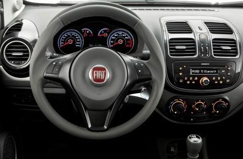 Fiat-Grand-Siena-2013-chico5