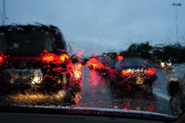 por-que-cuando-llueve-hay-mas-atascos-visión-desde-dentro-de-un-coche
