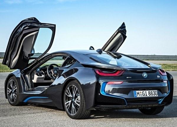 BMW-i8-trasera