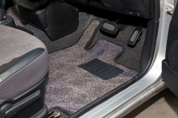 Limpiar alfombrillas del coche nuevas