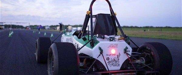 Estudiantes baten el récord de aceleración con un coche electrico