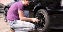 ¿Cómo cambiar los neumáticos del coche?
